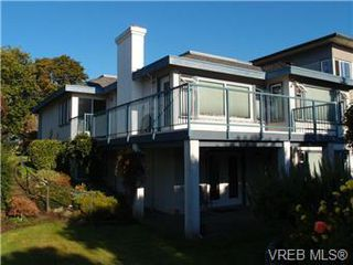 Photo 2: 2545 Beach Dr in Victoria: House for sale : MLS®# 356036