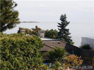 Photo 6: 2545 Beach Dr in Victoria: House for sale : MLS®# 356036