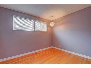Photo 15: 6415 LONGMOOR Way SW in Calgary: Lakeview House for sale : MLS®# C4102401