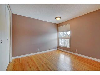 Photo 17: 6415 LONGMOOR Way SW in Calgary: Lakeview House for sale : MLS®# C4102401