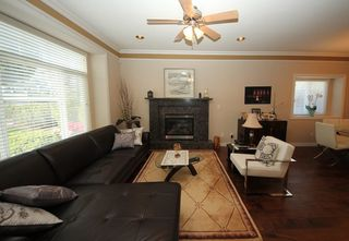 Photo 3: 4292 PARKER Street in Burnaby: Willingdon Heights 1/2 Duplex for sale (Burnaby North)  : MLS®# R2168960