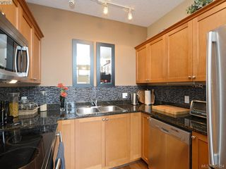 Photo 8: 102 820 Short Street in VICTORIA: SE Quadra Townhouse for sale (Saanich East)  : MLS®# 386254