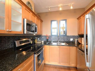 Photo 7: 102 820 Short Street in VICTORIA: SE Quadra Townhouse for sale (Saanich East)  : MLS®# 386254