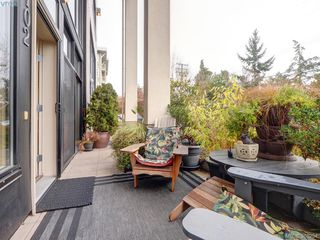 Photo 18: 102 820 Short Street in VICTORIA: SE Quadra Townhouse for sale (Saanich East)  : MLS®# 386254