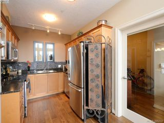 Photo 9: 102 820 Short Street in VICTORIA: SE Quadra Townhouse for sale (Saanich East)  : MLS®# 386254