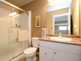 Photo 16: 102 820 Short Street in VICTORIA: SE Quadra Townhouse for sale (Saanich East)  : MLS®# 386254