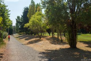 Photo 19: 2921 Gosworth Rd in VICTORIA: Vi Oaklands Single Family Detached for sale (Victoria)  : MLS®# 786626