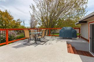 Photo 12: 2921 Gosworth Rd in VICTORIA: Vi Oaklands Single Family Detached for sale (Victoria)  : MLS®# 786626