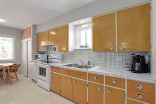 "Photo 9: 227 W 22ND Avenue in Vancouver: Cambie House for sale in ""Cambie Village"" (Vancouver West)  : MLS®# R2283769"