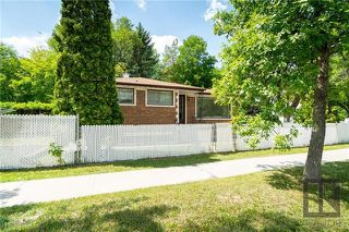 Photo 2: 1042 Garwood Avenue in Winnipeg: Residential for sale (1Bw)  : MLS®# 1820911