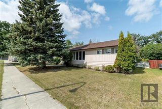 Photo 1: 11 Portland Avenue in Winnipeg: Residential for sale (2D)  : MLS®# 1823582