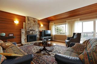 Photo 2: 1140 CLOVERLEY Street in North Vancouver: Calverhall House for sale : MLS®# R2338159
