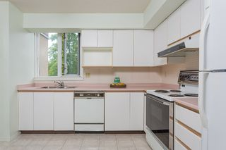"""Photo 7: 402 7321 HALIFAX Street in Burnaby: Simon Fraser Univer. Condo for sale in """"THE AMBASSADOR"""" (Burnaby North)  : MLS®# R2377106"""