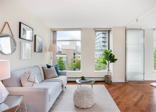 "Main Photo: 801 1009 EXPO Boulevard in Vancouver: Yaletown Condo for sale in ""Landmark 33"" (Vancouver West)  : MLS®# R2380720"