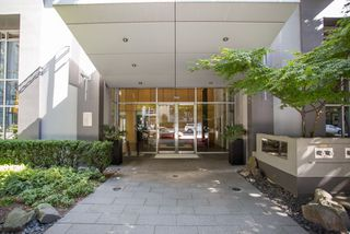 "Photo 2: 1605 1010 RICHARDS Street in Vancouver: Yaletown Condo for sale in ""The Gallery"" (Vancouver West)  : MLS®# R2487473"