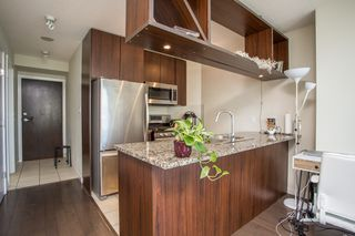 "Photo 3: 1605 1010 RICHARDS Street in Vancouver: Yaletown Condo for sale in ""The Gallery"" (Vancouver West)  : MLS®# R2487473"