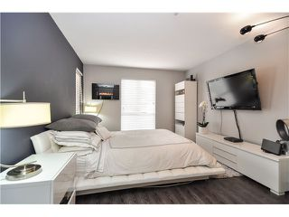 Photo 5: 303 6 RENAISSANCE Square in New Westminster: Quay Condo for sale : MLS®# V1004198