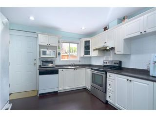 Photo 2: 1020 E 10TH AV in Vancouver: Mount Pleasant VE House 1/2 Duplex for sale (Vancouver East)  : MLS®# V1031216