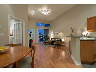 "Photo 2: 404 131 W 3RD Street in North Vancouver: Lower Lonsdale Condo for sale in ""Seascape Landing"" : MLS®# V1044034"