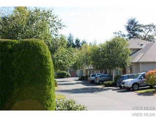 Photo 3: 74 850 Parklands Drive in VICTORIA: Es Gorge Vale Townhouse for sale (Esquimalt)  : MLS®# 347010