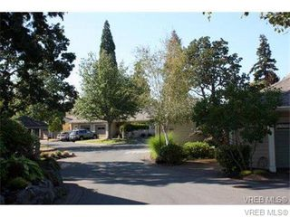 Photo 2: 74 850 Parklands Drive in VICTORIA: Es Gorge Vale Townhouse for sale (Esquimalt)  : MLS®# 347010