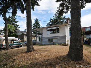 Photo 11: 4033 Lakehill Place in VICTORIA: SE Lambrick Park Single Family Detached for sale (Saanich East)  : MLS®# 357776