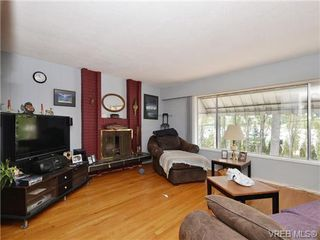 Photo 2: 4033 Lakehill Place in VICTORIA: SE Lambrick Park Single Family Detached for sale (Saanich East)  : MLS®# 357776