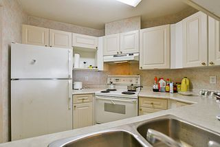 """Photo 5: 204 9942 151 Street in Surrey: Guildford Condo for sale in """"Winchester Place"""" (North Surrey)  : MLS®# R2144646"""