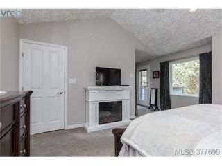 Photo 7: 1326A Ravensview Dr in VICTORIA: La Humpback House for sale (Langford)  : MLS®# 758412