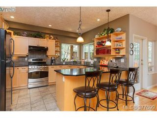 Photo 4: 1326A Ravensview Dr in VICTORIA: La Humpback House for sale (Langford)  : MLS®# 758412