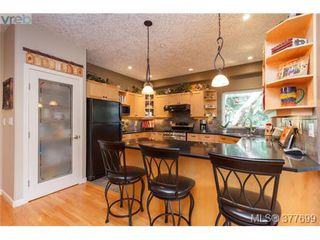 Photo 5: 1326A Ravensview Dr in VICTORIA: La Humpback House for sale (Langford)  : MLS®# 758412