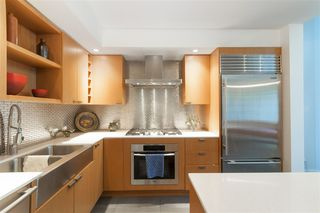 """Photo 5: 102 1168 RICHARDS Street in Vancouver: Yaletown Townhouse for sale in """"PARK LOFTS"""" (Vancouver West)  : MLS®# R2202304"""