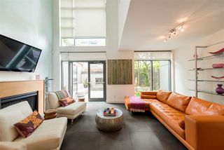 """Photo 2: 102 1168 RICHARDS Street in Vancouver: Yaletown Townhouse for sale in """"PARK LOFTS"""" (Vancouver West)  : MLS®# R2202304"""