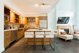 """Photo 7: 102 1168 RICHARDS Street in Vancouver: Yaletown Townhouse for sale in """"PARK LOFTS"""" (Vancouver West)  : MLS®# R2202304"""