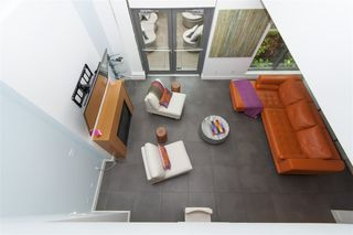 """Photo 4: 102 1168 RICHARDS Street in Vancouver: Yaletown Townhouse for sale in """"PARK LOFTS"""" (Vancouver West)  : MLS®# R2202304"""
