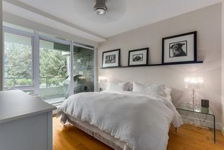 "Photo 12: 302 866 ARTHUR ERICKSON Place in West Vancouver: Park Royal Condo for sale in ""EVELYN"" : MLS®# R2298787"