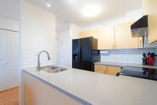 "Photo 4: 302 335 CARNARVON Street in New Westminster: Downtown NW Condo for sale in ""KINGS GARDEN"" : MLS®# R2320982"