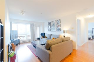 "Photo 3: 302 335 CARNARVON Street in New Westminster: Downtown NW Condo for sale in ""KINGS GARDEN"" : MLS®# R2320982"