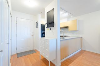 "Photo 5: 302 335 CARNARVON Street in New Westminster: Downtown NW Condo for sale in ""KINGS GARDEN"" : MLS®# R2320982"