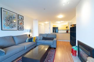 "Photo 2: 302 335 CARNARVON Street in New Westminster: Downtown NW Condo for sale in ""KINGS GARDEN"" : MLS®# R2320982"
