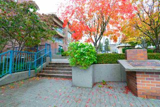 "Photo 17: 302 335 CARNARVON Street in New Westminster: Downtown NW Condo for sale in ""KINGS GARDEN"" : MLS®# R2320982"