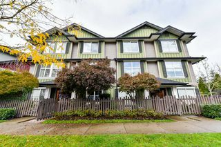 """Photo 2: 15 18211 70TH Avenue in Surrey: Cloverdale BC Townhouse for sale in """"AUGUSTA WALK"""" (Cloverdale)  : MLS®# R2322971"""