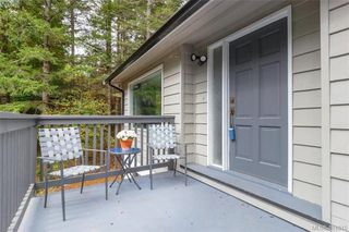 Photo 4: 673 LATORIA Road in VICTORIA: Co Latoria Single Family Detached for sale (Colwood)  : MLS®# 401815
