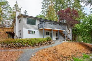 Photo 2: 673 LATORIA Road in VICTORIA: Co Latoria Single Family Detached for sale (Colwood)  : MLS®# 401815