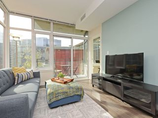 "Photo 5: 807 38 W 1ST Avenue in Vancouver: False Creek Condo for sale in ""THE ONE"" (Vancouver West)  : MLS®# R2355238"