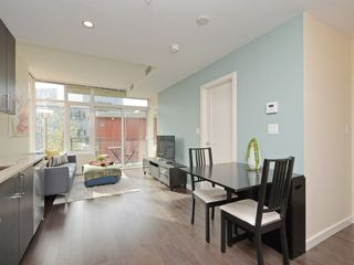 "Photo 4: 807 38 W 1ST Avenue in Vancouver: False Creek Condo for sale in ""THE ONE"" (Vancouver West)  : MLS®# R2355238"