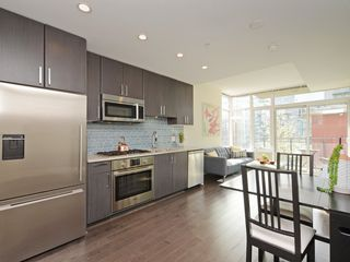 "Photo 2: 807 38 W 1ST Avenue in Vancouver: False Creek Condo for sale in ""THE ONE"" (Vancouver West)  : MLS®# R2355238"