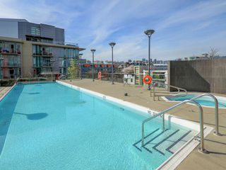 "Photo 14: 807 38 W 1ST Avenue in Vancouver: False Creek Condo for sale in ""THE ONE"" (Vancouver West)  : MLS®# R2355238"