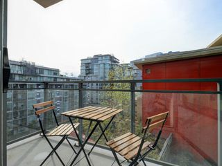 "Photo 13: 807 38 W 1ST Avenue in Vancouver: False Creek Condo for sale in ""THE ONE"" (Vancouver West)  : MLS®# R2355238"