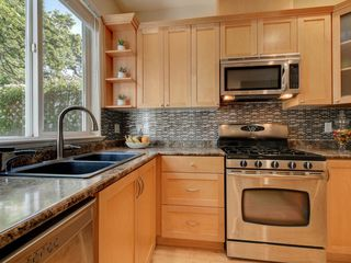 Photo 11: 848 Rainbow Crescent in VICTORIA: SE High Quadra Row/Townhouse for sale (Saanich East)  : MLS®# 410365